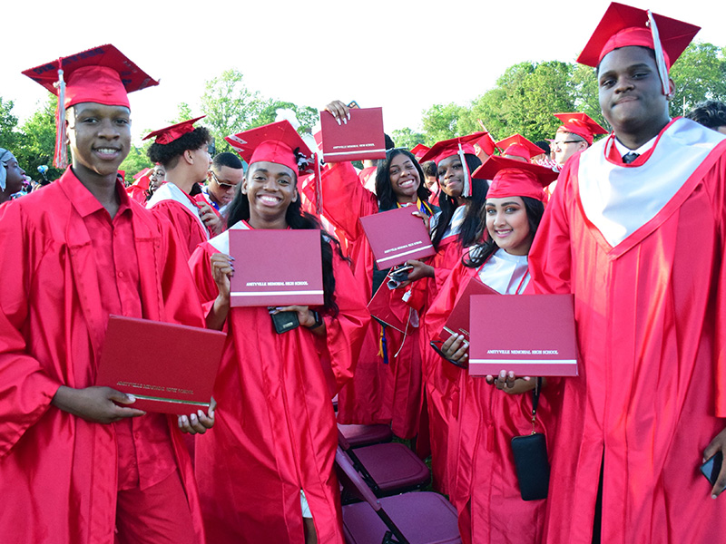 Amityville's Class of 2019 Shines Bright